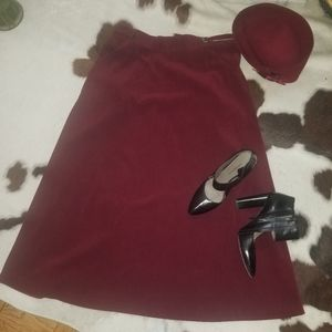 Dresses & Skirts - Vintage burgundy skirt with an adjustable waist